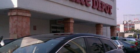 Office Depot is one of Orte, die Alejandra gefallen.