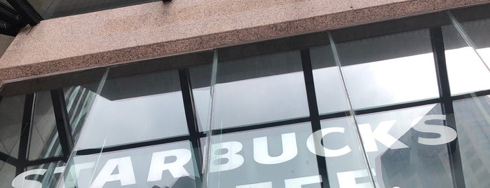 Starbucks is one of Tempat yang Disukai Matthew.