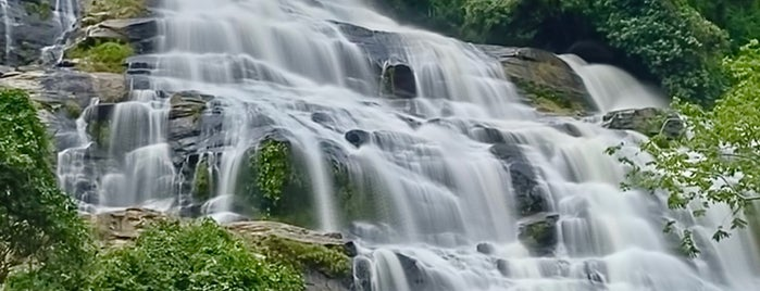 Mae Ya Waterfall is one of Locais curtidos por Danny.
