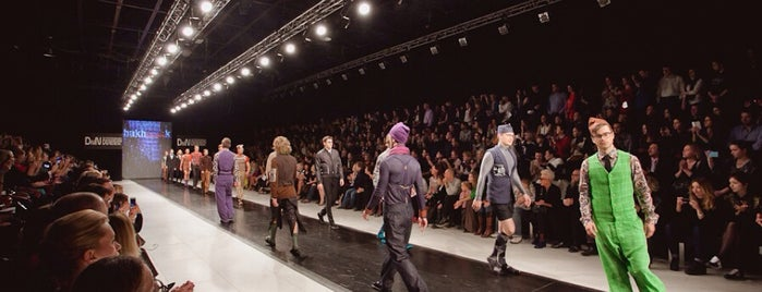 St.Petersburg Fashion Week is one of Tempat yang Disimpan Boris.