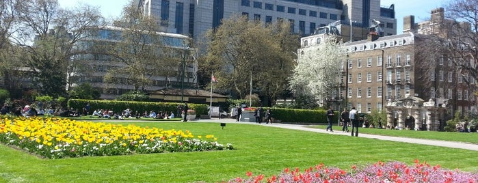 Victoria Embankment Gardens is one of Lugares favoritos de Chris.