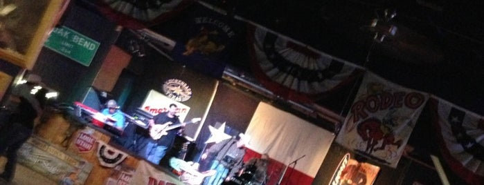 Lil' Red's Longhorn Saloon is one of Locais curtidos por Stephanie.