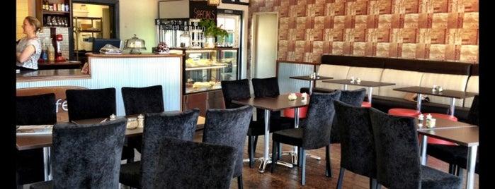 Mia Cafe is one of Tempat yang Disukai Ivan.