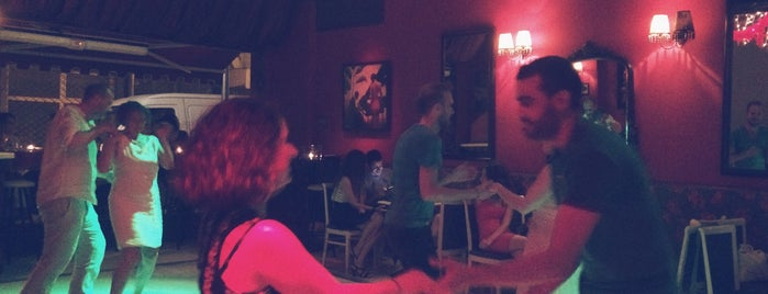 Tango Bar is one of No-smoking places in Thessaloniki.