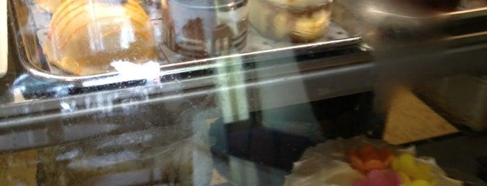 Dufflet Pastries is one of Lugares guardados de Kurtis.