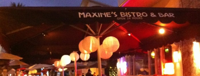 Maxine's Bistro & Bar is one of Tempat yang Disukai Chris.