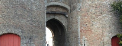 Gentpoort is one of Брюгге.