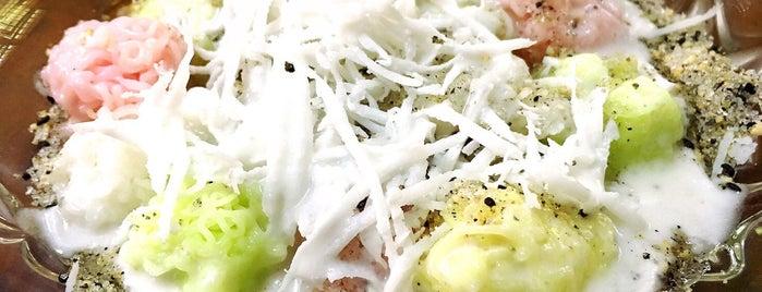 ขนมไทยเก้าพี่น้อง is one of Torzin Sさんのお気に入りスポット.
