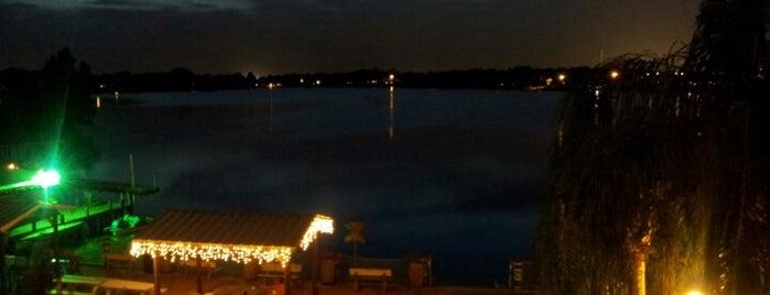 Lake Roy Beach Inn is one of Locais curtidos por Lori.