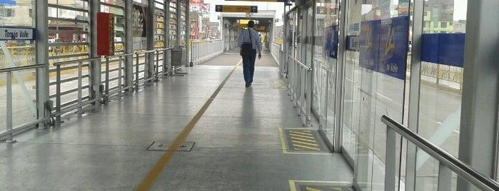 Estación Tomás Valle - Metropolitano is one of สถานที่ที่ Arturo Sebastian ถูกใจ.