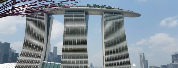 Marina Bay Sands is one of Singapur.