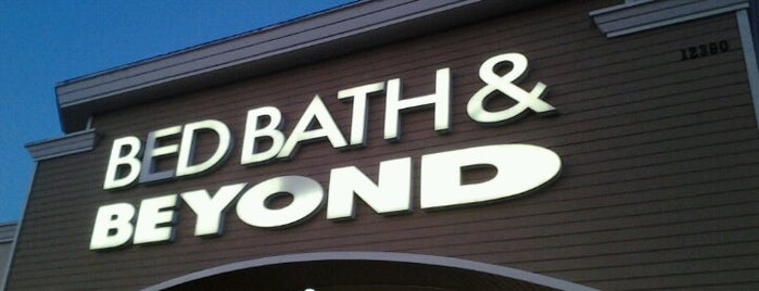 Bed Bath & Beyond is one of Tempat yang Disukai Blake.