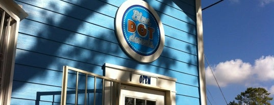 Blue Dot Donuts is one of Lieux qui ont plu à Ben.
