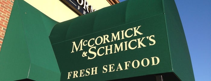 McCormick & Schmicks Seafood Restaurant is one of Orte, die Michael gefallen.