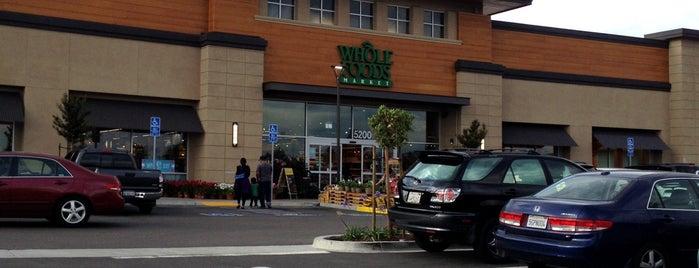 Whole Foods Market is one of Lugares favoritos de Alec.
