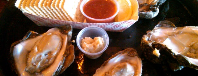 Gilhooley's Restaurant & Oyster Bar is one of Diners Drive-Ins and Dives & Roadfood.