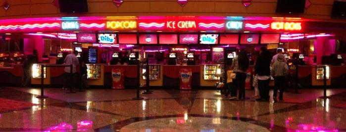 Edwards Camarillo Palace  12 & IMAX is one of สถานที่ที่ Gehlen ถูกใจ.