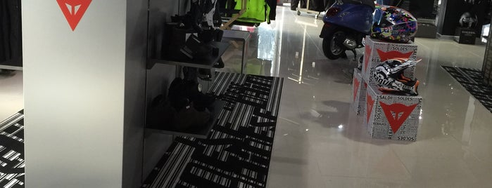 Dainese D-Store İstanbul is one of Locais curtidos por Kerem.