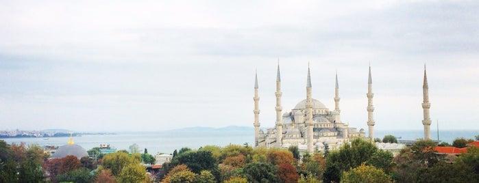 Blaue Moschee is one of Orte, die Little Hagia gefallen.