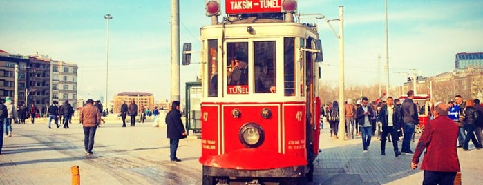 İstiklal Caddesi is one of Orte, die Little Hagia gefallen.