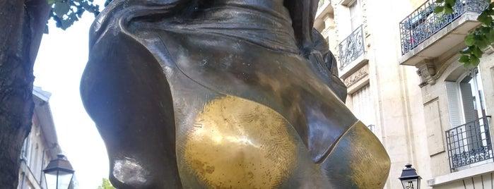 Buste De Dalida is one of Posti che sono piaciuti a Eugeny.
