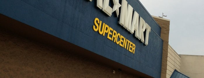 Walmart Supercenter is one of Lugares favoritos de Julie.
