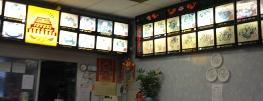 Lin Li's Chinese Restaurant is one of สถานที่ที่ Keith ถูกใจ.