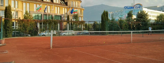 Тенис Клуб Малееви (Maleeva Tennis Club) is one of Posti che sono piaciuti a 83.