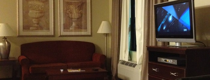 Hampton Inn & Suites is one of Locais curtidos por The1JMAC.