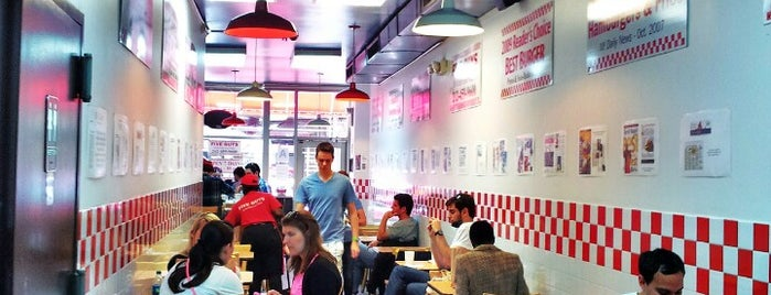 Five Guys is one of Tempat yang Disukai Karen.