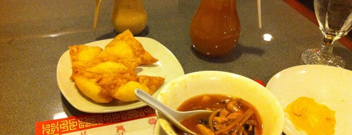 Chung's Asian Cuisine is one of Lieux qui ont plu à Phil.