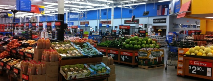 Walmart Supercenter is one of Posti che sono piaciuti a Angeles.
