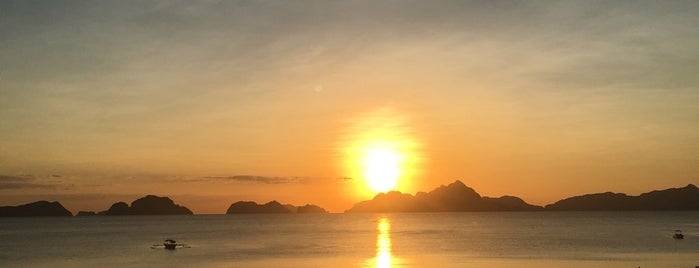 Republica Sunset Bar is one of El Nido.