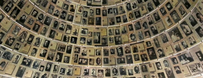 Yad Vashem is one of Orte, die Carl gefallen.