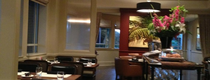 Menlo Tavern is one of Locais curtidos por Abdulrahman.