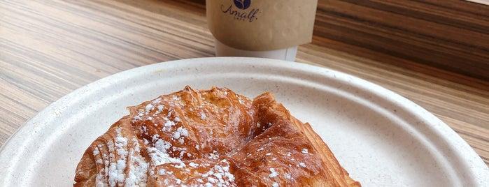 Cafe Amalfi is one of Locais curtidos por Mike.