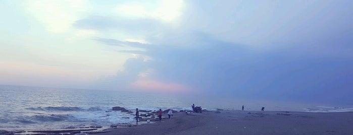 Alankent Beach is one of Orte, die Yunus gefallen.
