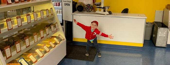 The Peanut Shoppe is one of Orte, die John gefallen.