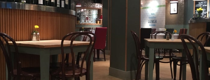 The French Café is one of Lefさんのお気に入りスポット.