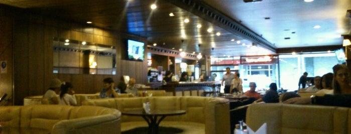 Cafetería Premium is one of Locais curtidos por Ely.