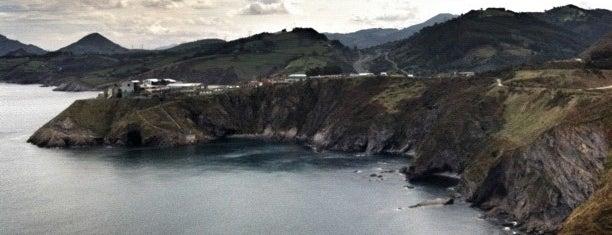 Castro Urdiales is one of De turismo por Cantabria.