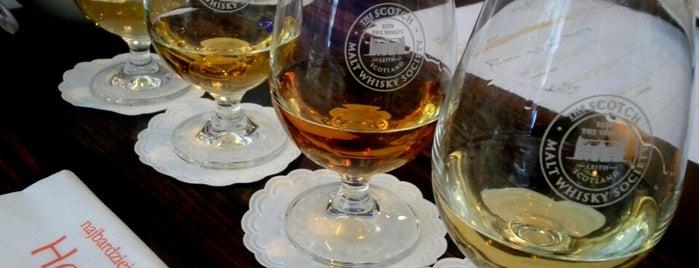 Warszawska Pijalnia Whisky is one of Krzysztofさんのお気に入りスポット.