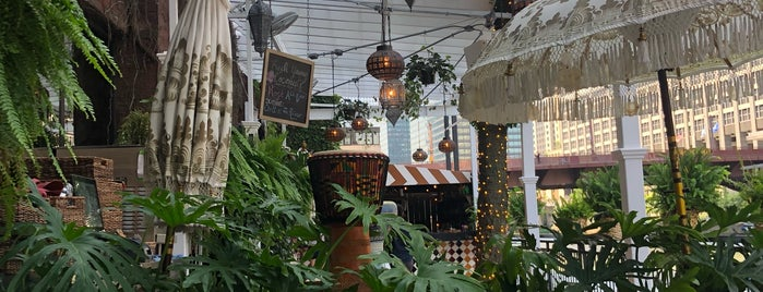 Beatnik On The River is one of Chicago To-Eat 2.