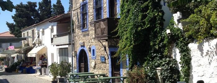 Alaçatı Çarşı is one of Locais curtidos por Ali.