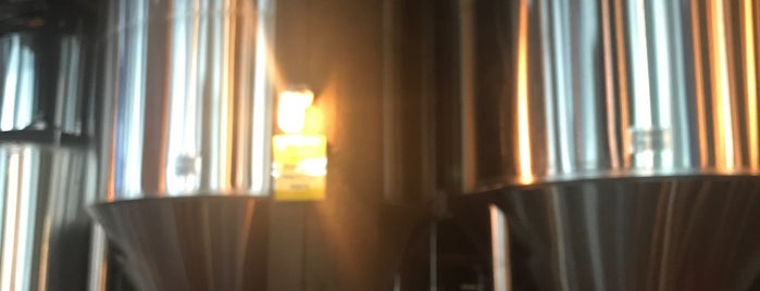 Masthead Brewing Co is one of สถานที่ที่ John ถูกใจ.