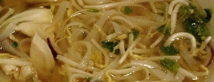 Nguyen's Pho House is one of Locais curtidos por Vy.