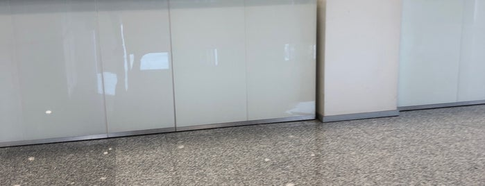 Türkiye İş Bankası is one of Orte, die Erkan gefallen.