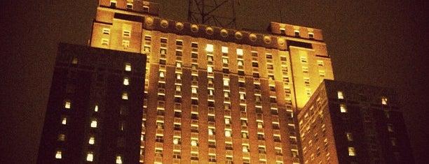 Hilton Milwaukee City Center is one of Orte, die Matt gefallen.