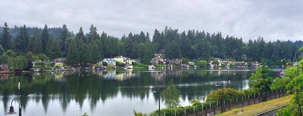 Downtown Lake Oswego is one of Lugares favoritos de Rosana.