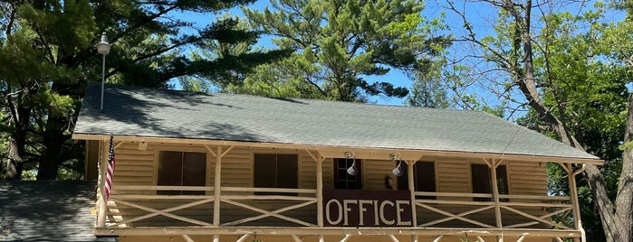 Birchcliff Resort is one of Wisconsin Dells.
